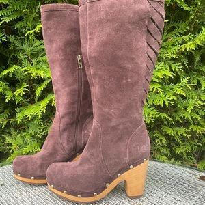 Ugg Brown Suede Boots Size 6.